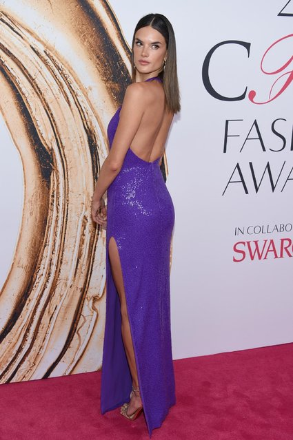 Alessandra Ambrosio arrives  at the CFDA Fashion Awards at the Hammerstein Ballroom on Monday, June 6, 2016, in New York. (Photo by Evan Agostini/Invision/AP Photo)