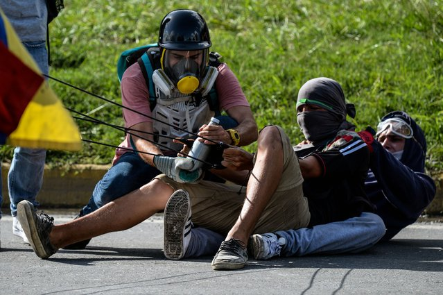 Opposition demonstrators use a giant slingshot in clashes with the riot police during a protest against Venezuelan President Nicolas Maduro in Caracas, on June 22, 2017. (Photo by Federico Parra/AFP Photo)