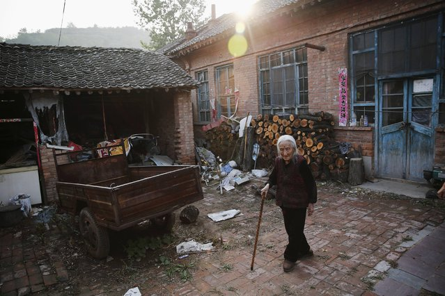 """Chinese former """"comfort woman"""" Hao Juxiang walks at her house in Gucheng Town, Shanxi Province, China, July 16, 2015. (Photo by Kim Kyung-Hoon/Reuters)"""