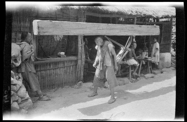 Lumber Carrier. China, Guan Xian (Sichuan Sheng), 1917-1919. (Photo by Sidney David Gamble)