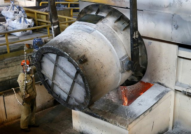 A worker operates a mixer of fused aluminium at the foundry shop of the Rusal Sayanogorsk aluminium smelter outside the town of Sayanogorsk, Russia, September 3, 2015. Russia's Rusal has decided to delay a decision on its possible first dividend since listing five years ago though its second-quarter core profit more than doubled thanks to cost cuts and a weaker rouble. (Photo by Ilya Naymushin/Reuters)