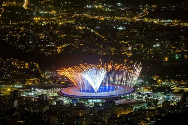 Fireworks are tested for the opening ceremony of the Rio 2016 Olympic Games at the Maracana stadium in Rio de Janeiro, Brazil on August 3, 2016. (Photo by Yasuyoshi Chiba/AFP Photo)
