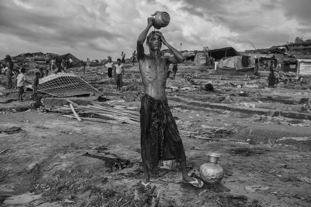 A Rohingya refugee washes at a well at the Palongkali refugee camp on September 26, 2017 in Cox's Bazar, Bangladesh. (Photo by Kevin Frayer/Getty Images)