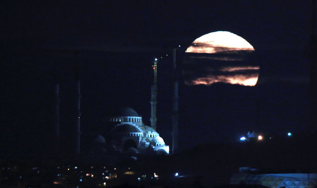 Supermoon rises over Istanbul, Turkey on November 14, 2016. The moon sets biggest, closest and brightest since 1948. The last supermoon was seen in 1948, when the moon reached its closed point to earth. According to a statement from NASA, the next time super moon will be this close will be on 25 November 2034. (Photo by Ahmet Dumanli/Anadolu Agency/Getty Images)