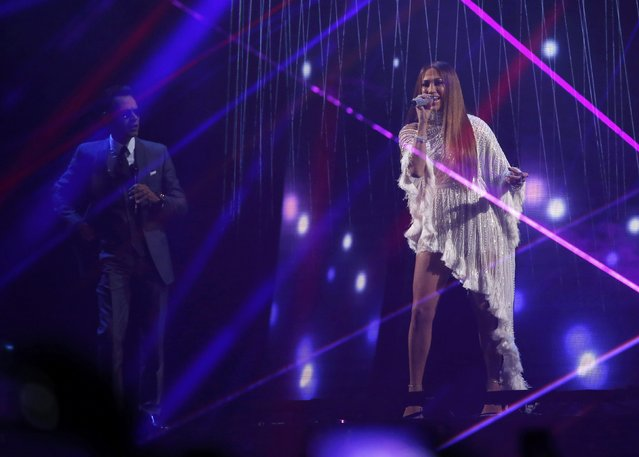"""Jennifer Lopez performs """"Olvidame Y Pega La Vuelta"""" with Marc Anthony (L) at the 17th Annual Latin Grammy Awards in Las Vegas, Nevada, U.S., November 17, 2016. (Photo by Mario Anzuoni/Reuters)"""