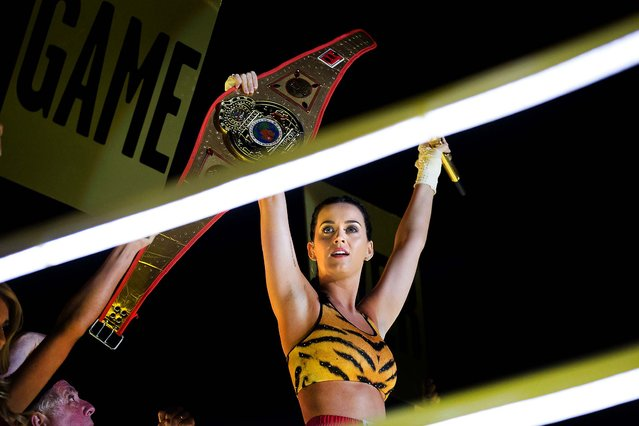 Katy Perry performs the show's finale under the Brooklyn Bridge. (Photo by Dario Cantatore/Invision for MTV)