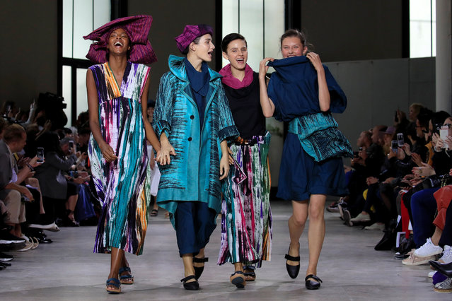 Models present creations by Japanese designer Yoshiyuki Miyamae as part of his Spring/Summer 2019 women's ready-to-wear collection show for fashion house Issey Miyake during Paris Fashion Week in Paris, France, September 28, 2018. (Photo by Gonzalo Fuentes/Reuters)