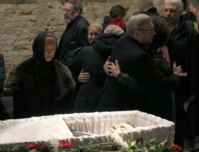 Mourners, including Mikhail Kasyanov (R, front), an opposition leader and Russian former Prime Minister, comfort each other as they attend a memorial service before the funeral of Russian leading opposition figure Boris Nemtsov in Moscow, March 3, 2015. Several hundred Russians, many carrying red carnations, queued on Tuesday to pay their respects to Nemtsov, the Kremlin critic whose murder last week showed the hazards of speaking out against Russian President Vladimir Putin. REUTERS/Maxim Zmeyev