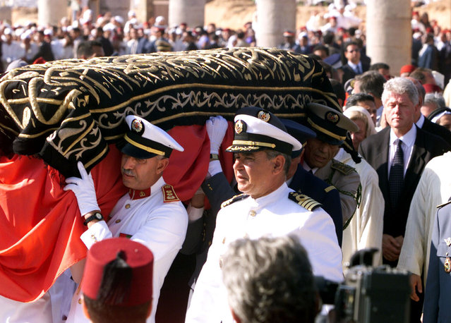 U.S. President Bill Clinton walks behind the coffin with the body of late King Hassan II of Morocco during his burial ceremony in Rabat, July 1999. (Photo by Desmond Boylan/Reuters)