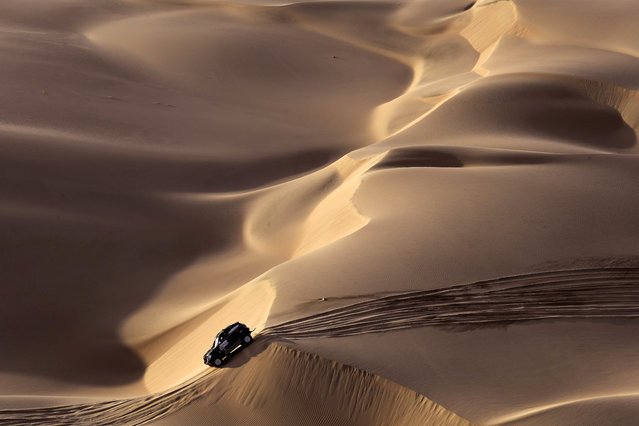 Mini's Spanish driver Nani Roma and co-driver Alexandre Haro Bravo compete during the Stage 2 of the Dakar 2019 between Pisco and San Juan de Marcona, Peru, on January 8, 2019. Peugeot's French driver Sebastien Loeb and co-driver Daniel Elena won the stage. (Photo by Franck Fife/AFP Photo)