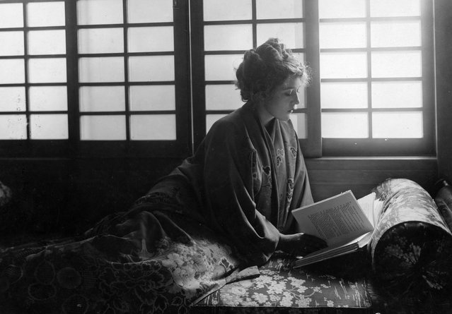 """Canadian actress Mary Pickford (1892 – 1979) wearing a Japanese kimono and reading a copy of """"Little Lord Fauntleroy""""circa 1921. In 1921, she played both the title role and the role of Dearest in a screen version of this classic children's book. (Photo by Edward Gooch Collection/Getty Images)"""