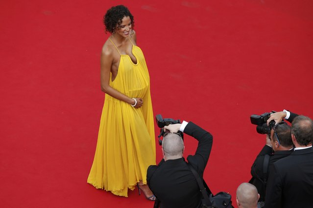"""Model Noemie Lenoir poses on the red carpet as she arrives for the opening ceremony and the screening of the film """"La tete haute"""" out of competition during the 68th Cannes Film Festival in Cannes, southern France, May 13, 2015. (Photo by Benoit Tessier/Reuters)"""