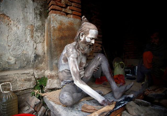 A Hindu holy man, or sadhu, smears ashes on his body at the premises of Pashupatinath Temple, ahead of the Shivaratri festival in Kathmandu, Nepal February 21, 2017. (Photo by Navesh Chitrakar/Reuters)