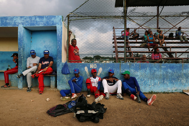 Players rest at a baseball stadium in Havana, Cuba on April 8, 2019. (Photo by Fernando Medina/Reuters)