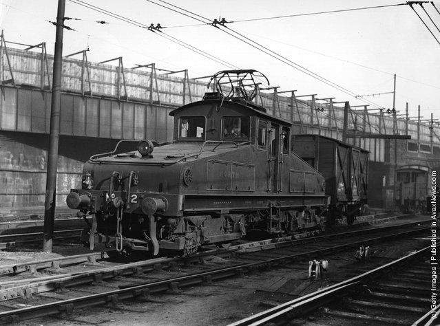 1924: An electric locomotive on the Newcastle Quayside