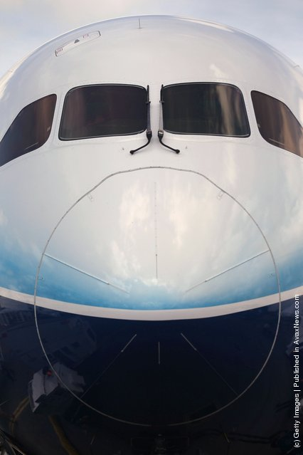 The front nosw of the Boeing 787 Dreamliner