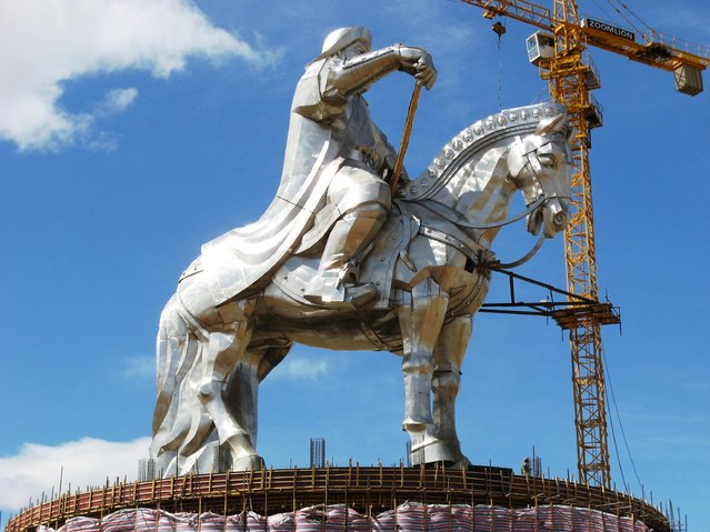The world's largest statue of Chinggis Khaan (in Mongolia)
