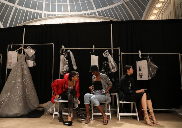 Models chat backstage before the Oscar de la Renta Fall 2020 show during New York Fashion Week in the Manhattan borough of New York, U.S., February 10, 2020. (Photo by Caitlin Ochs/Reuters)