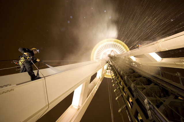 Two men clean the Seattle Space Needle. (Photo by Caters News Agency)