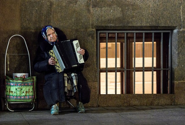 An elderly woman plays an accordion in Moscow, Russia on October 3, 2017. (Photo by Mladen Antonov/AFP Photo)