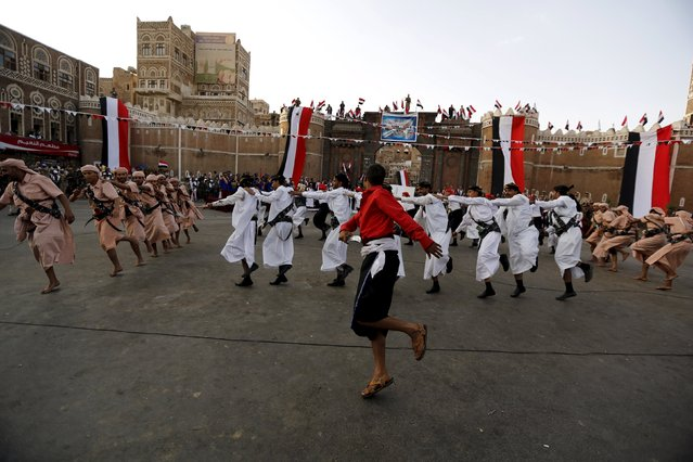 Houthi followers perform a war dance during a ceremony marking the first anniversary of the Houthi movement's takeover of Yemen's capital Sanaa September 21, 2015. (Photo by Khaled Abdullah/Reuters)
