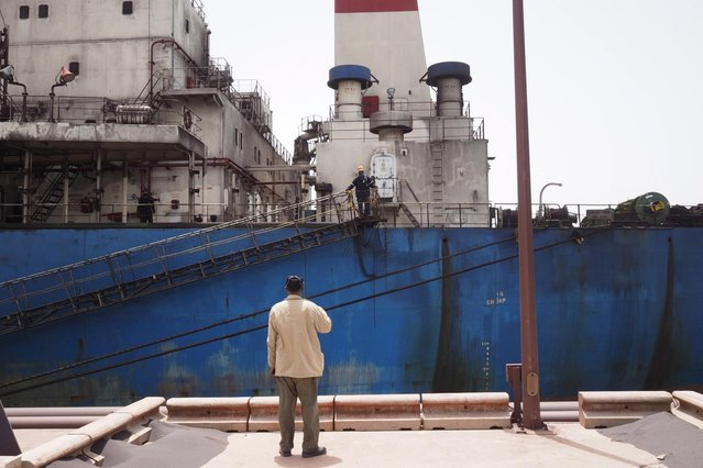 A SNIM security officers speaks to a worker on board a commercial ship carrying iron ore in Nouadhibou June 26, 2014. (Photo by Joe Penney/Reuters)