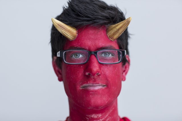 Dennis Mooney attends New York Comic Con dressed as The Devil in Manhattan, New York, October 8, 2015. (Photo by Andrew Kelly/Reuters)