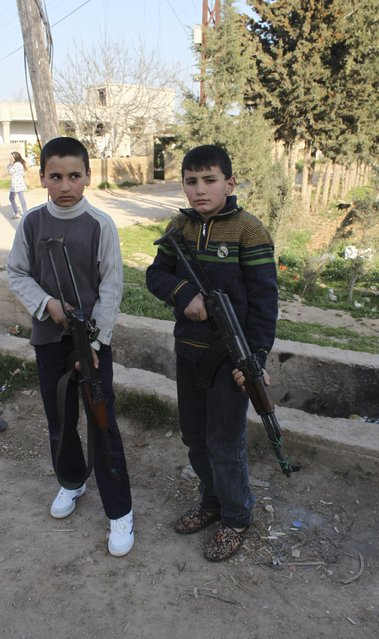 Children pose with weapons in Zayta February 26, 2013.  (Photo by Rami Bleibel/Reuters)