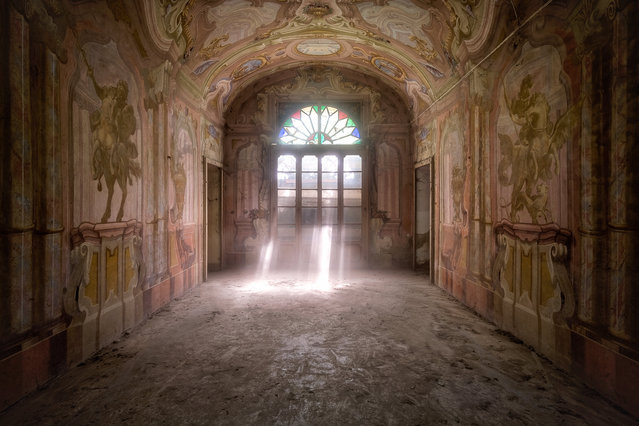 Light floods into this Italian palace. (Photo by Roman Robroek/South West News Service)