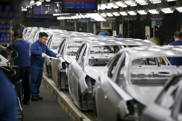 A worker works at an assembly line of Hyundai Motor's plant in Asan, South Korea, January 27, 2016. (Photo by Kim Hong-Ji/Reuters)