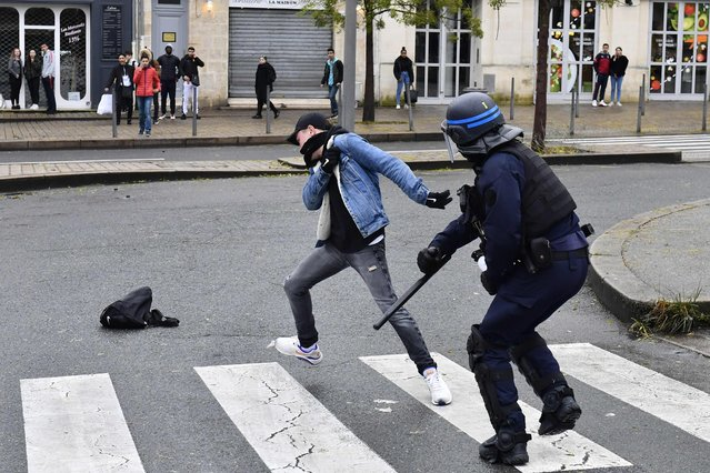 A high school student clashes with a riot police officer during a demonstration against French government Education reforms on December 3, 2018 in Bordeaux, southwestern France. (Photo by Nicolas Tucat/AFP Photo)