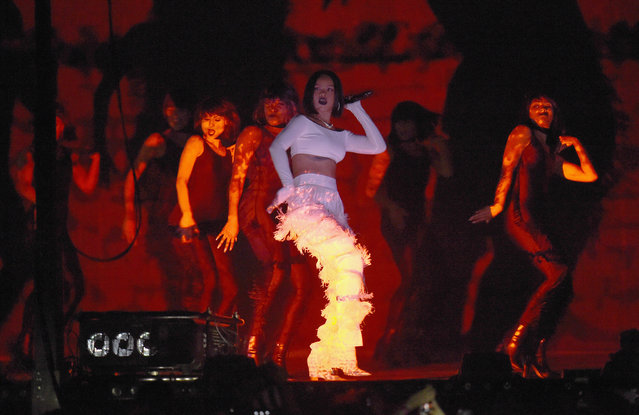 Rihanna performs on stage at the BRIT Awards 2016 at The O2 Arena on February 24, 2016 in London, England. (Photo by Ian Gavan/Getty Images)