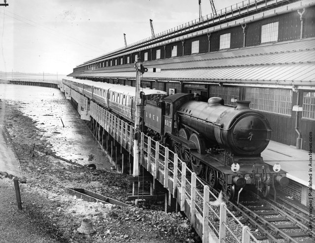 1938: A new soundproofed and air-conditioned London and North Eastern Railway train at a quayside station in Harwich, Essex