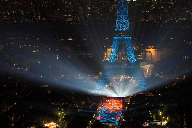 A picture taken on June 9, 2016 from the Montparnasse tower shows the opening concert of the Paris fan zone on the Champs de Mars by the Eiffel Tower, in Paris, one day before the start of the Euro 2016 football championship. (Photo by Geoffroy Van der Hasselt/AFP Photo)