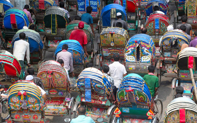 Rickshaw drivers throng on a street during the dawn to dusk strike called by the Jamaat-e-Islami party in Dhaka, Bangladesh, 18 September, 2014. Jamaat-e-Islami called for the shutdown to mount pressure for the release of its senior leader and war crimes convict Delwar Hossain Sayedee. (Photo by Monirul Alam/EPA)