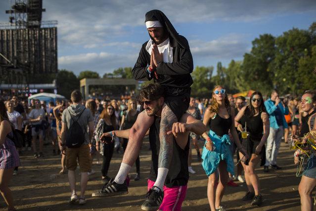 Festival-goers enjoy on Shipyard Island, the venue of the 24th Sziget (Island) Festival in Northern Budapest, Hungary, 12 August 2016. (Photo by Polyák Attila/Origo.hu)