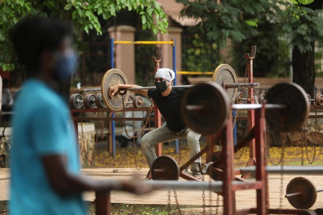 A man lifts weights at an open air gym at a park after a few restrictions were relaxed during a lockdown to slow the spread of the coronavirus disease (COVID-19), in Mumbai, India, June 20, 2020. (Photo by Francis Mascarenhas/Reuters)