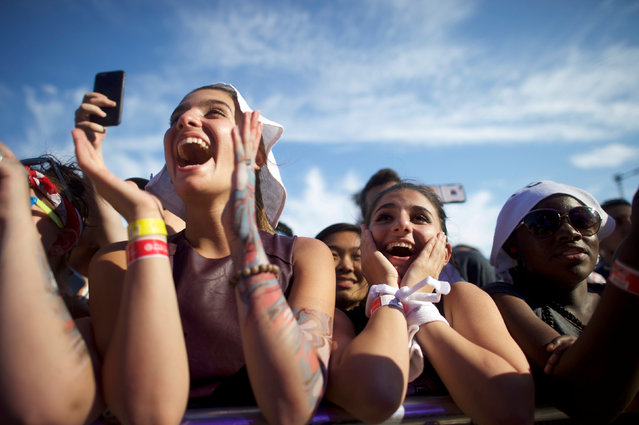 (L) Ariana Kovanxhi, 17, and (R) Ariana Kovanxhi, 23, react to Alex Ebert of Edward Sharpe and the Magnetic Zeroes during the fifth annual Made in America Music Festival in Philadelphia, Pennsylvania September 4, 2016. (Photo by Mark Makela/Reuters)