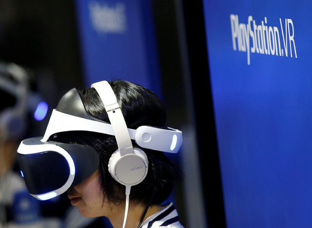 A woman uses Sony's PlayStation VR headset at Tokyo Game Show 2016 in Chiba, east of Tokyo, Japan, September 15, 2016. (Photo by Kim Kyung-Hoon/Reuters)