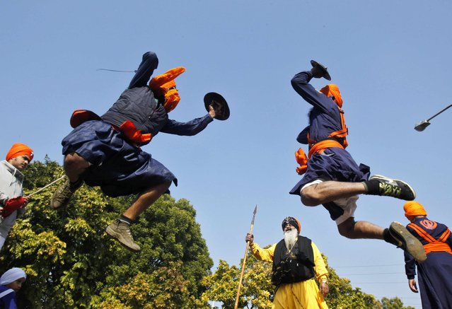 "Nihangs or Sikh warriors perform ""Gatkha"", a traditional form of martial arts, during a religious procession ahead of the birth anniversary of Guru Gobind Singh in the northern Indian city of Chandigarh January 5, 2015. (Photo by Ajay Verma/Reuters)"