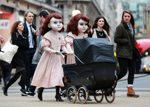 Two life-size Victorian style dolls shocked Londoners morning December 3, 2015 as the creepy pair popped up at commuter hotspots across the capital to mark the launch of the world's first psychological theme park ride created by Derren Brown, coming to Thorpe Park Resort in 2016. (Photo by Matt Alexander/PA Wire via ZUMA Press)