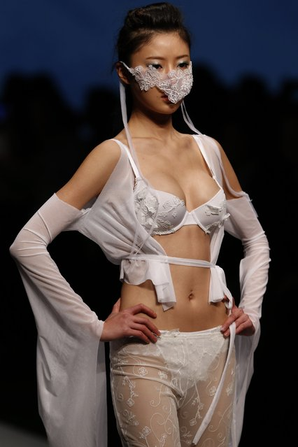 """A model presents a creation by Lamb Cheng of her """"The Snow Woman"""" series during the Hong Kong Polytechnic University intimate fashion show as part of the Hong Kong Fashion Week for Fall/Winter 2015, in Hong Kong January 19, 2015. (Photo by Bobby Yip/Reuters)"""