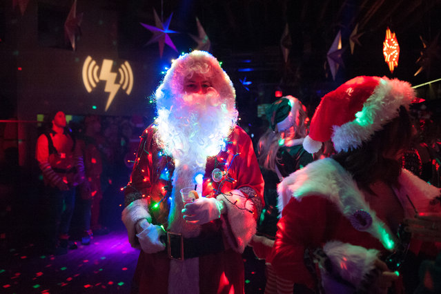 A man dressed as a Santa drinks a cocktail at a club called Verboten during the annual SantaCon pub crawl December 12, 2015 in the Brooklyn borough of New York City. (Photo by Stephanie Keith/Getty Images)