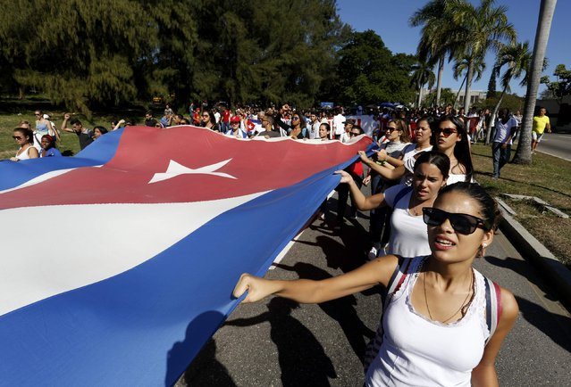 Students of Havana University carry a large Cuban flag as they march in tribute to Cuba's late President Fidel Castro in Havana, Cuba, November 28, 2016. (Photo by Reuters/Stringer)