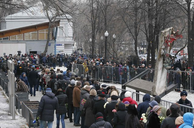 People stand in a line to attend a memorial service before the funeral of Russian leading opposition figure Boris Nemtsov in Moscow, March 3, 2015. Boris Nemtsov's girlfriend has broken her public silence on the murder of the Russian opposition activist, saying she did not see the killer who gunned him down as they strolled across a bridge near the Kremlin. Anna Duritskaya, who is 23 or 24, said she had been under constant guard since the murder and would probably be unable to attend Nemtsov's funeral on Tuesday. REUTERS/Maxim Shemetov