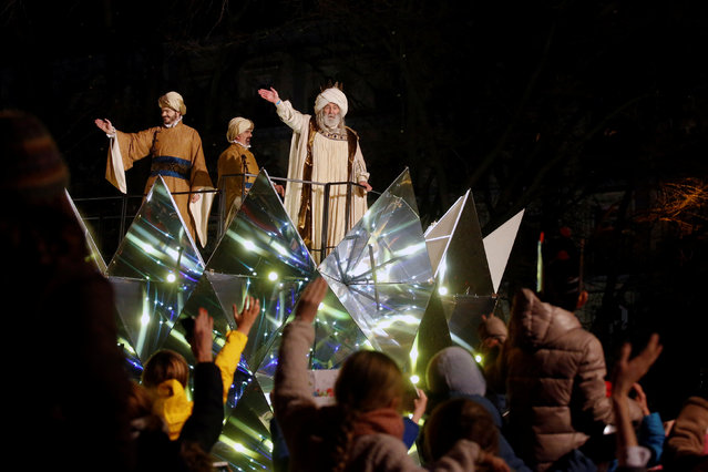 A man dressed as Melchior, one of the Three Wise Men, waves during the traditional Epiphany parade in Madrid, Spain, January 5, 2017. (Photo by Juan Medina/Reuters)