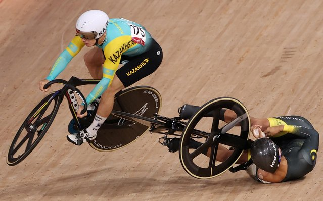 Kazakhstan's Sergey Ponomaryov (L) crashes with Malaysia's Muhammad Shah Firdaus Sahrom in the men's track cycling keirin first round heats during the Tokyo 2020 Olympic Games at Izu Velodrome in Izu, Japan, on August 7, 2021. (Photo by Kacper Pempel/Reuters)
