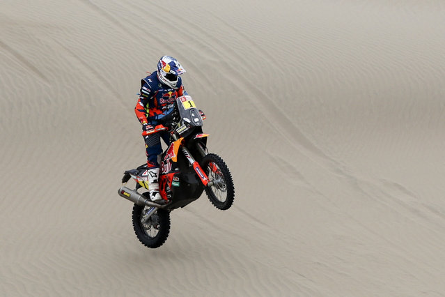 Matthias Walkner of Austria rides his KTM motorbike during the stage six of the Dakar Rally between Arequipa and San Juan de Marcona, Peru, Sunday, January 13, 2019. (Photo by Ricardo Mazalan/AP Photo)