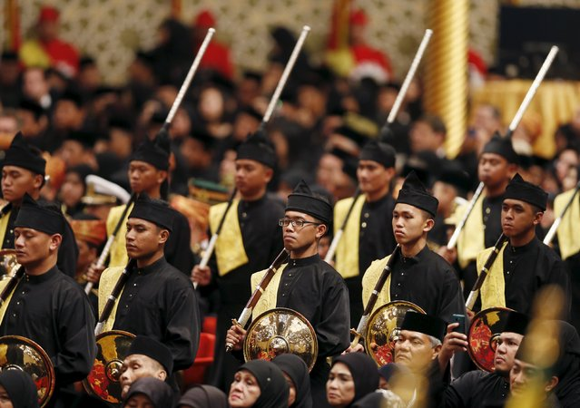 "The guardsmen of Brunei's Prince Abdul Malik are seen at his wedding to Dayangku Raabi'atul 'Adawiyyah Pengiran Haji Bolkiah, during the ""bersanding"" or enthronement ceremony in the Nurul Iman Palace in Bandar Seri Begawan April 12, 2015. (Photo by Olivia Harris/Reuters)"