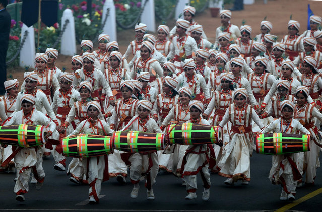 Indian school children perform in the Republic Day Parade at Rajpath in New Delhi on January 26, 2017. (Photo by Prakash Singh/AFP Photo)
